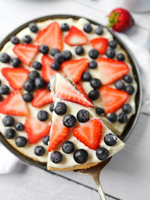Overhead photo of a gluten-free fruit pizza.